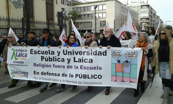 Manifestación en Granada por una Educación Pública y Laica