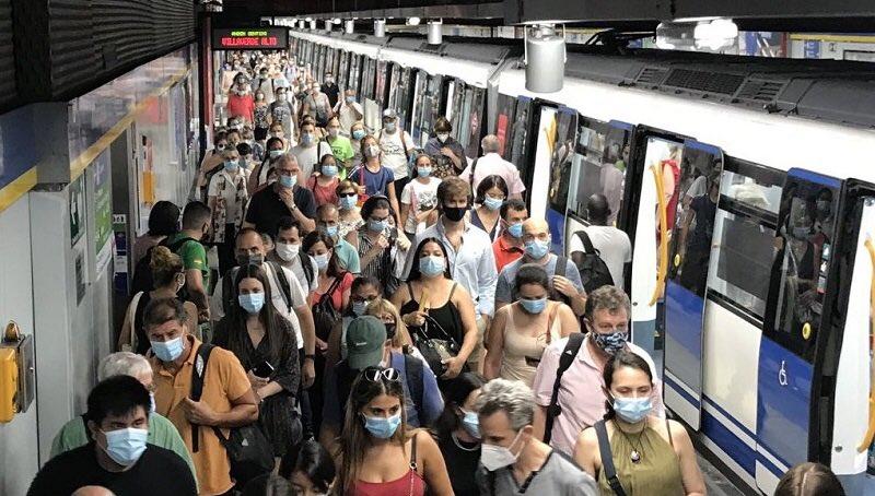 Madrid, hacinamientos en el metro en plena pandemia