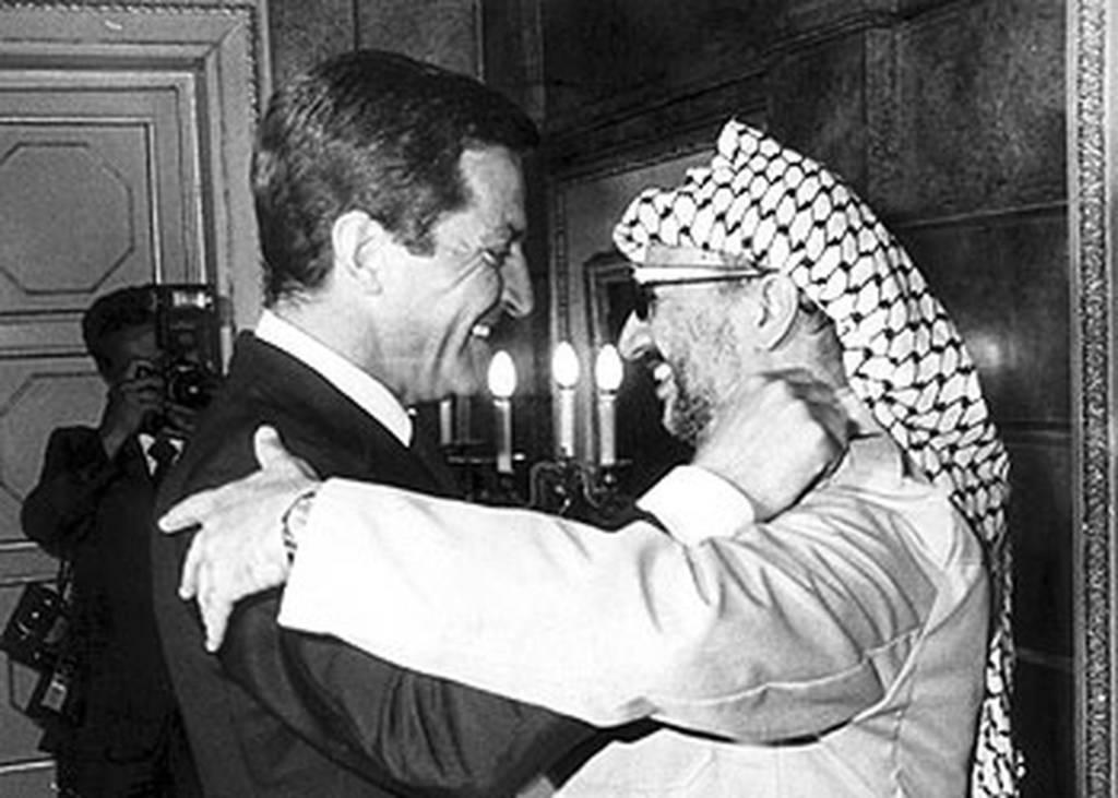 Arafat con Adolfo Suárez. Fuente: El País 21.09.2003