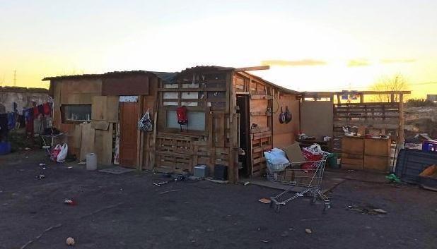 Chabola en el asentamiento de La Nocla
