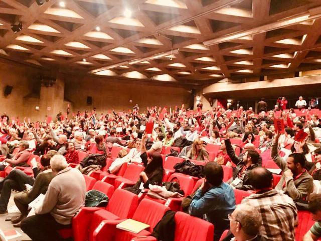 Las delegaciones del PCE votan a favor del marximo-leninismo