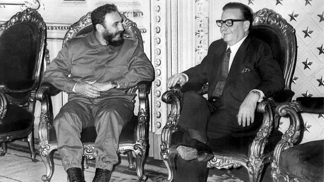 Allende con Fidel Castro. Fuente: ABC 07.01.14