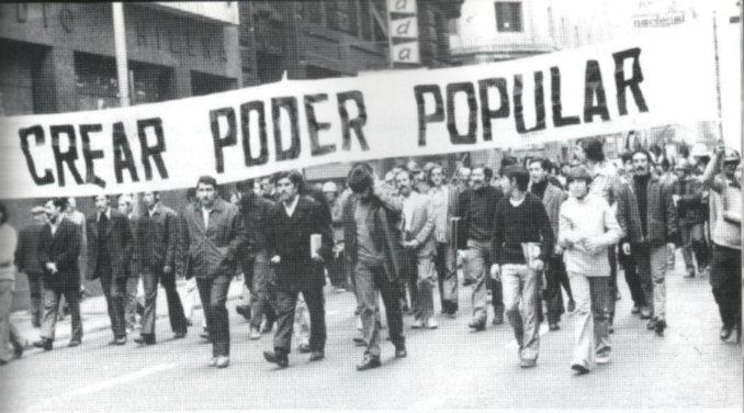"""""""Crear, crear, poder popular"""". Fuente: Revista de Frente, 29.12.18"""