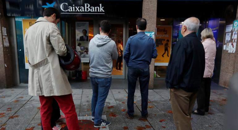 """""""Colas en cajero de CaixaBank"""""""