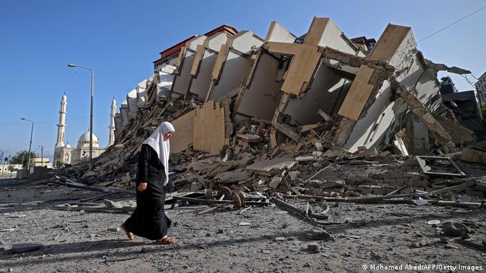 Edificio destruido por bombardeo israelí en Gaza.