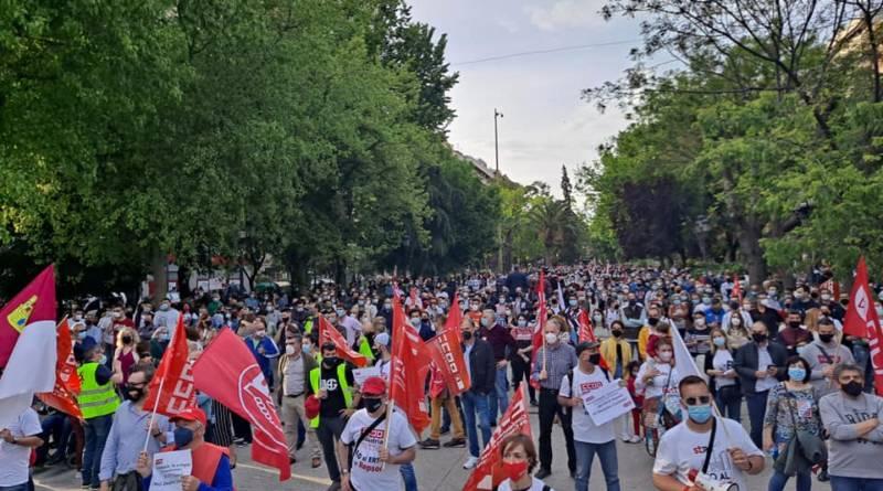 """""""Varios miles de manifestantes en Puertollano contra los Ertes de Repsol"""""""