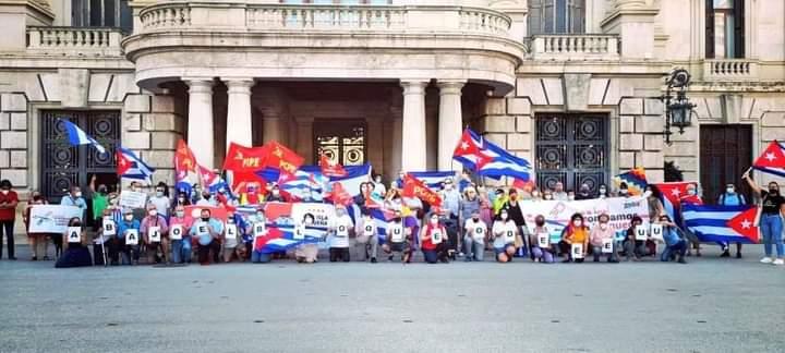 Movilización en la Plaza del Ayuntamiento de Valencia