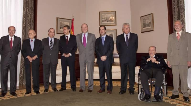 Juan Carlos I con diversos lideres políticos del régimen 78. Fuente: Congreso de los Diputados 23.02.11