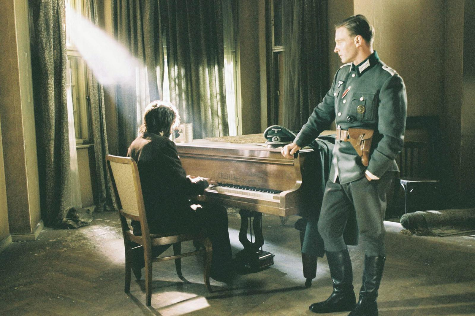 """""""Szpilaman y el capitán nazi Wilm Hosenfeld"""". Fuente: Filmaffinity"""